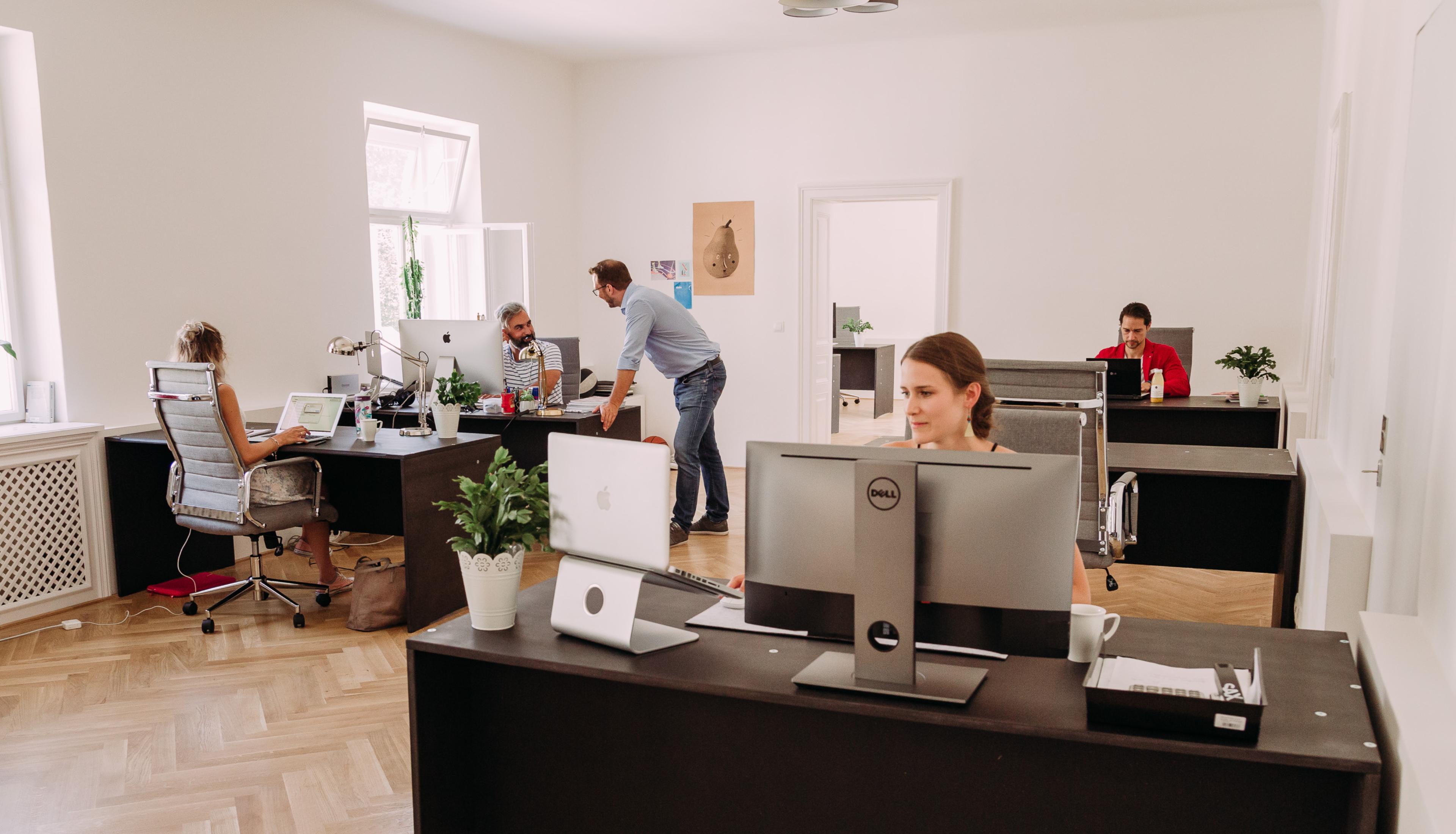 Großraumbüro – Bei der Arbeit
